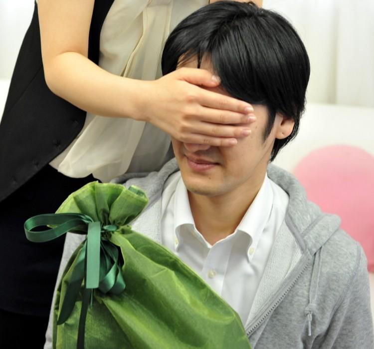 【必見】これを選ぶ女はモテない!彼氏がドン引きするプレゼント5つのポイント