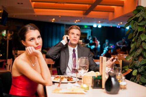 初デートで割り勘にする5つの男性心理