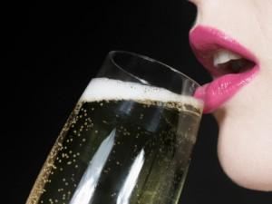 間接キスが男性心理に及ぼす5つの影響